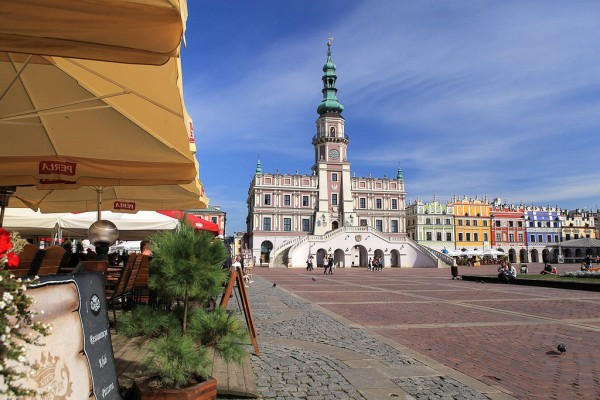 The main square of Zamosc with the Town Hall ©PolandMFA